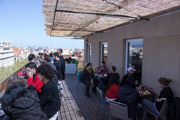 Luch-time en la terraza Aticco